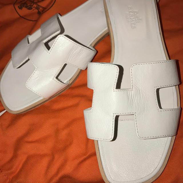 Hermes(エルメス)の新品 未使用 エルメス サンダル オラン 37.5  ホワイト Hサンダル レディースの靴/シューズ(サンダル)の商品写真
