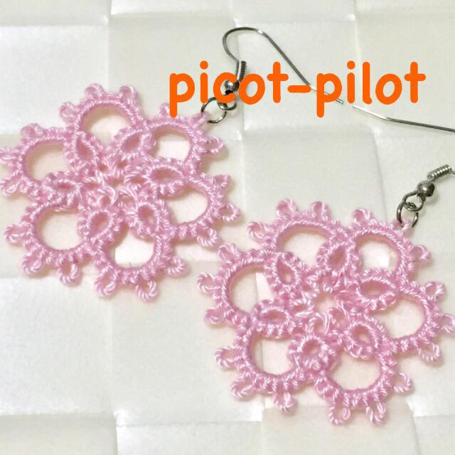 タティングレース 花のピアス ピンク ハンドメイドのアクセサリー(ピアス)の商品写真