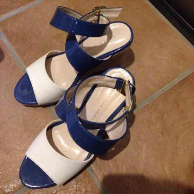 E hyphen world gallery(イーハイフンワールドギャラリー)の定価8000円 美品 22.5 イーハイフン レディースの靴/シューズ(ハイヒール/パンプス)の商品写真