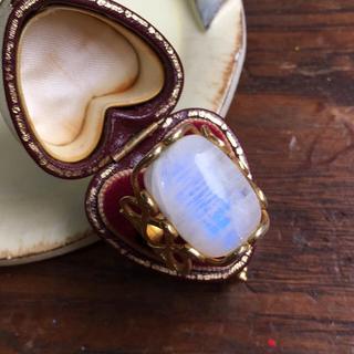 ロイヤルブルームーンストーンの指輪(リング(指輪))