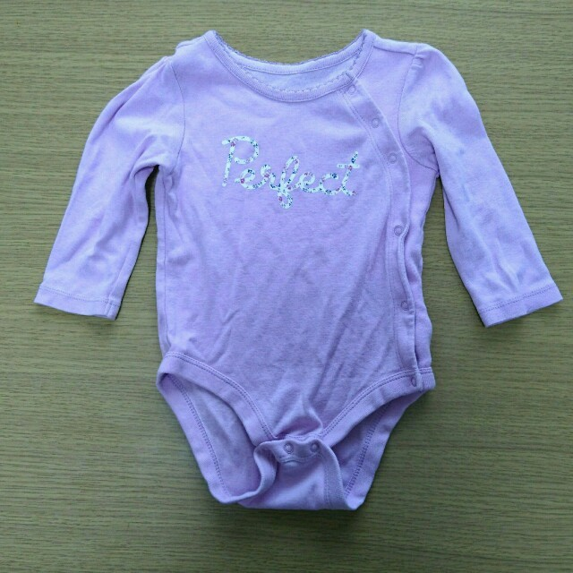 babyGAP(ベビーギャップ)のベビーGAP☆サイドボタン付きロンパース キッズ/ベビー/マタニティのベビー服(~85cm)(ロンパース)の商品写真