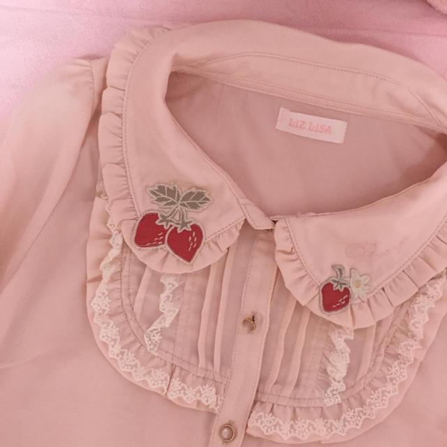 LIZ LISA(リズリサ)のリズリサ いちご刺繍 ブラウス ピンク レディースのトップス(シャツ/ブラウス(長袖/七分))の商品写真