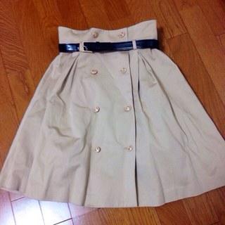 ダズリン(dazzlin)のベルト付きダブルボタンスカート(ひざ丈スカート)