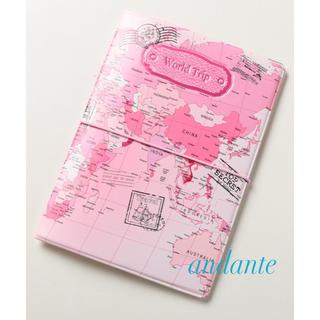 新品☆パスポートケース世界地図ピンク(旅行用品)