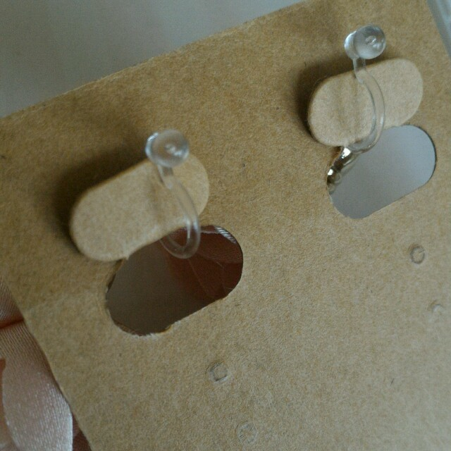ピンクフラワータッセルイヤリング(シリコンタイプ) ハンドメイドのアクセサリー(イヤリング)の商品写真