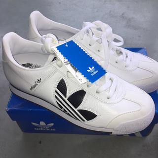 adidas 白い スニーカー