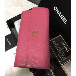 CHANEL(シャネル)の綺麗⭐︎シャネル長財布🌸カメリア🌸フラップ❤️ミルキーピンク/ゴールド レディースのファッション小物(財布)の商品写真
