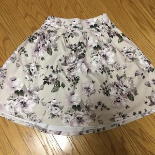 アラマンダ(allamanda)のallamanda 花柄 スカート(ひざ丈スカート)