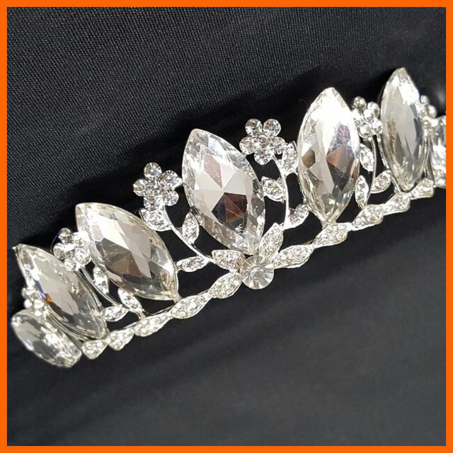 ■新品■ BIGダイヤ型ストーン 豪華ティアラ 【シルバー】 3861138 レディースのヘアアクセサリー(その他)の商品写真