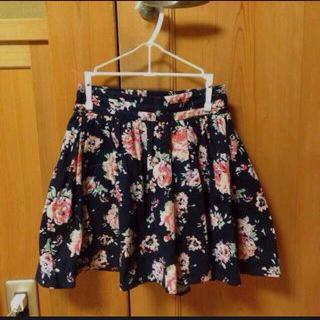 ローリーズファーム(LOWRYS FARM)の大幅値下げ!ローリーズ花柄スカート(ミニスカート)