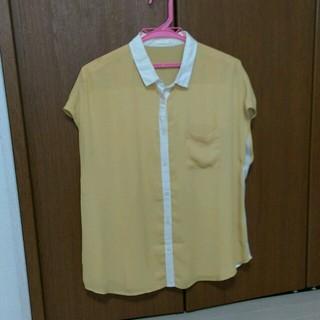 ジーユー(GU)のイエローシャツ  シフォンシャツ(シャツ/ブラウス(半袖/袖なし))