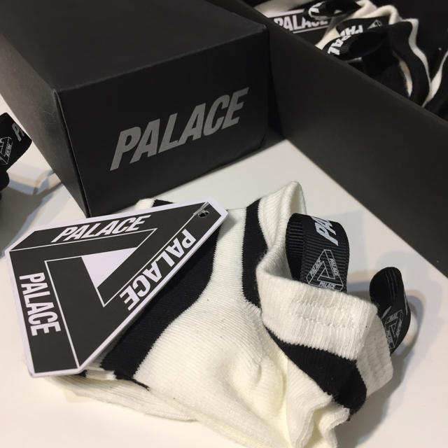 OFF-WHITE(オフホワイト)のスポーティ ソックス くるぶしソックス PALACE off-white メンズのレッグウェア(ソックス)の商品写真