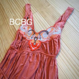 ビーシービージーマックスアズリア(BCBGMAXAZRIA)のBCBG  刺繍ワンピース(ひざ丈ワンピース)