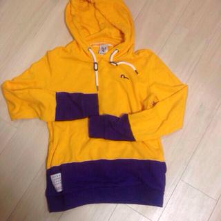 エビス(EVISU)のEVISU黄色と紫のパーカー(パーカー)