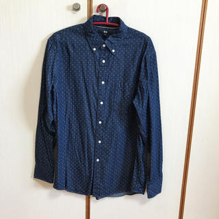 ユニクロ(UNIQLO)のユニクロ メンズ ネイビーシャツ 白ドット Mサイズ(シャツ)
