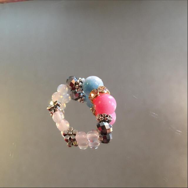 ジェートピーチと水色キャンディジェイにシルバーを添えて♡ハンドメイドブレスレット ハンドメイドのアクセサリー(ブレスレット/バングル)の商品写真