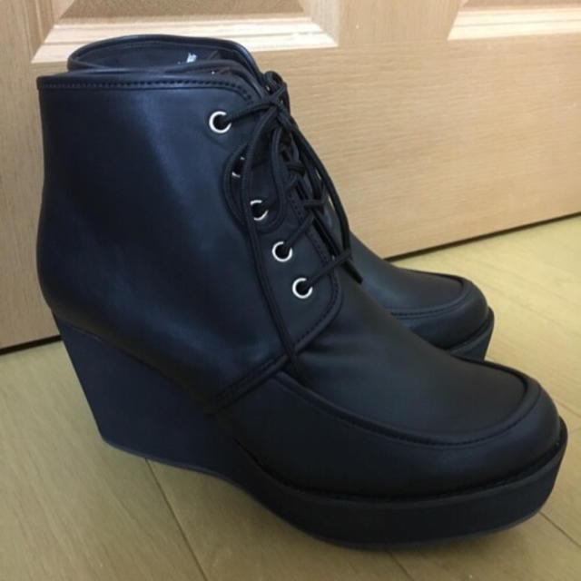 NICE CLAUP(ナイスクラップ)の新品未使用 ナイスクラップ 編み上げショートブーツ 黒 定価8400円 レディースの靴/シューズ(ブーツ)の商品写真
