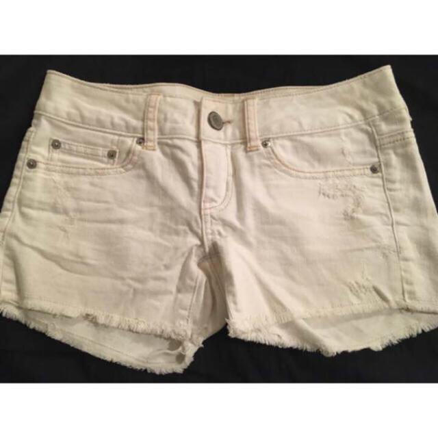 American Eagle(アメリカンイーグル)のホワイトショートパンツ レディースのパンツ(ショートパンツ)の商品写真