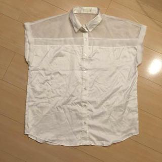ジーユー(GU)のGU ホワイト デザインシャツ(シャツ/ブラウス(半袖/袖なし))