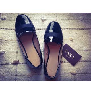 ザラ(ZARA)のザラ エナメル シューズ 23.5cm(ローファー/革靴)
