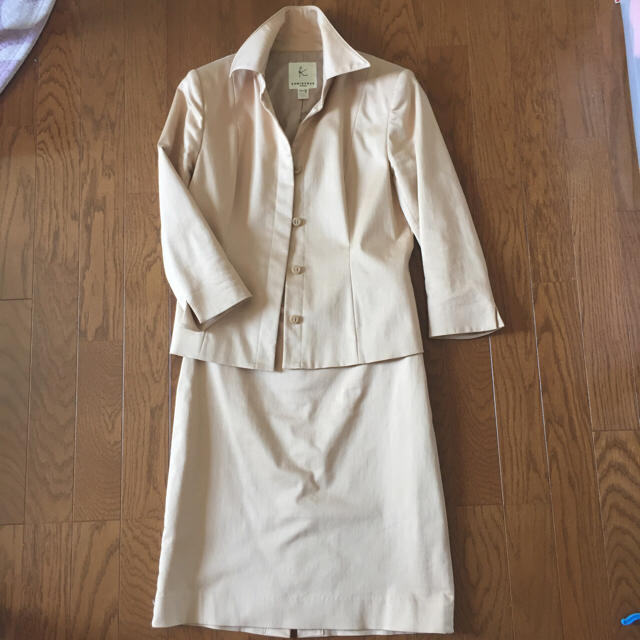 kumikyoku(組曲)(クミキョク)のKUMIKYOKU ベージュスーツ レディースのフォーマル/ドレス(スーツ)の商品写真