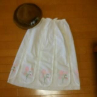 トゥアクー(tout a coup)の花刺繍スカート(ひざ丈スカート)