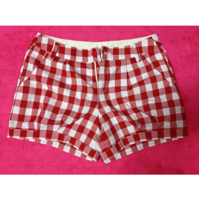 mysty woman(ミスティウーマン)の赤チェック柄ショートパンツ レディースのパンツ(ショートパンツ)の商品写真