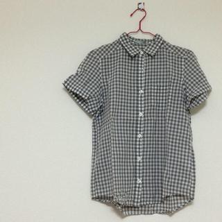 ジーユー(GU)のギンガムチェック(シャツ/ブラウス(半袖/袖なし))