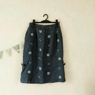 ロキエ(Lochie)の刺繍スカート/888(ひざ丈スカート)