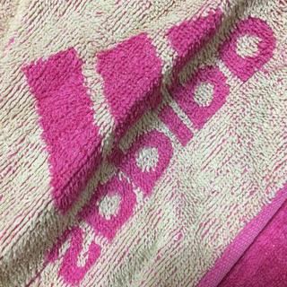 アディダス(adidas)のadidasタオル(タオル/バス用品)