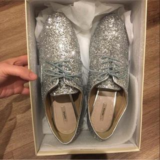 ランダ(RANDA)の★未使用★RANDA グリッターシューズ Lサイズ(ローファー/革靴)