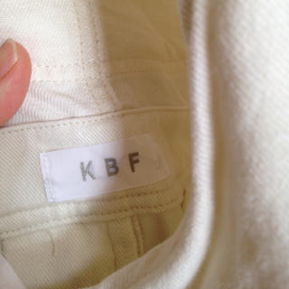 ケービーエフ(KBF)のKBFホワイトデニムオーバーオール(サロペット/オーバーオール)