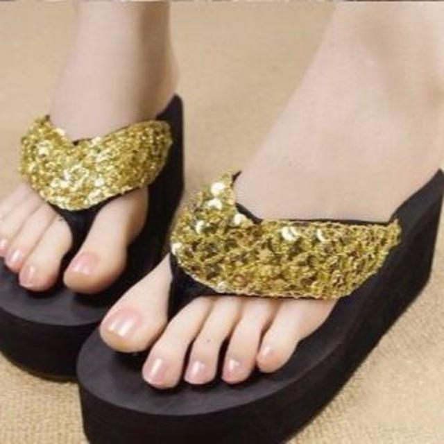 新品☆厚底スパンコールビーチサンダル 36 レディースの靴/シューズ(ビーチサンダル)の商品写真