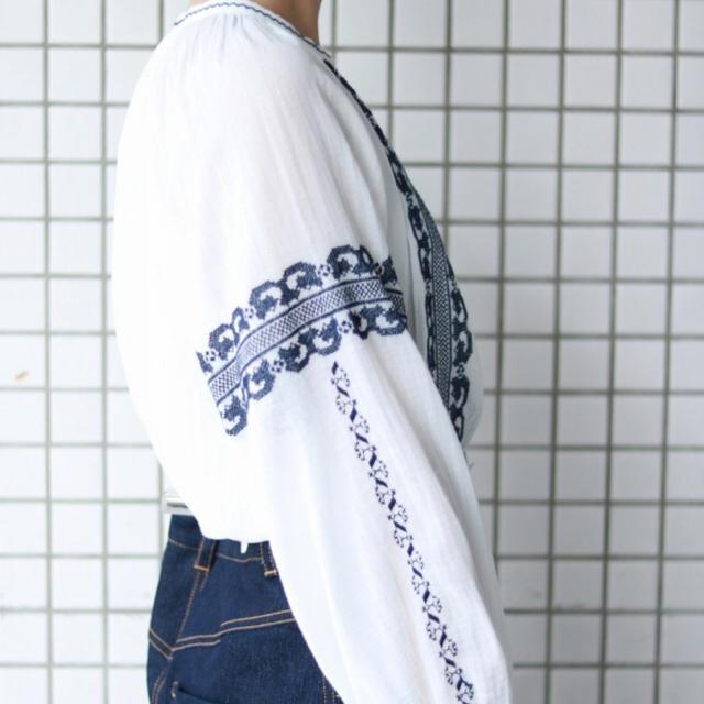 IENA SLOBE(イエナスローブ)のSLOBE IENA クロスステッチ刺繍ブラウス 17ss完売品 ホワイト レディースのトップス(シャツ/ブラウス(長袖/七分))の商品写真