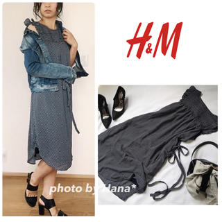 H&M(エイチアンドエム)の【美品】H&M フレアスリーブワンピース 膝下ワンピース ネイビー レディースのワンピース(ひざ丈ワンピース)の商品写真