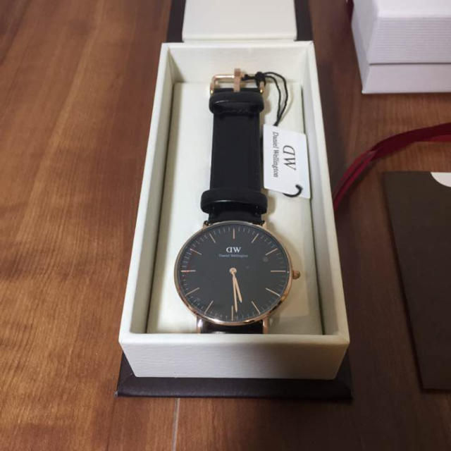 ダニエルウィリントン 黒盤 ローズゴールド メンズの時計(腕時計(アナログ))の商品写真