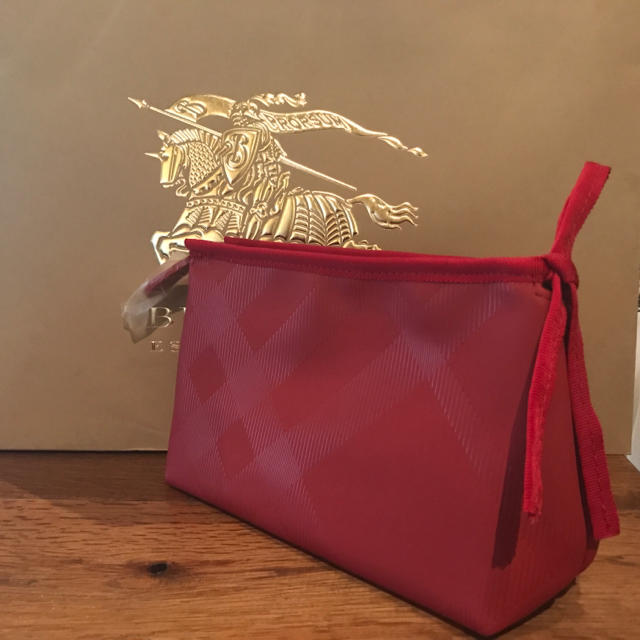 BURBERRY(バーバリー)の【新品】【非売品】Burberry ポーチ 赤 レディースのファッション小物(ポーチ)の商品写真