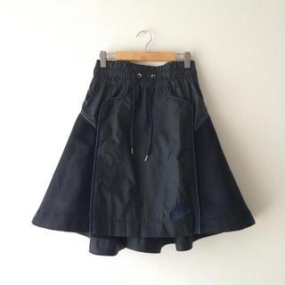 サカイ(sacai)の人気完売☆新品レア☆sacai × NIKEバックフレアスカート ブラックXS(ひざ丈スカート)