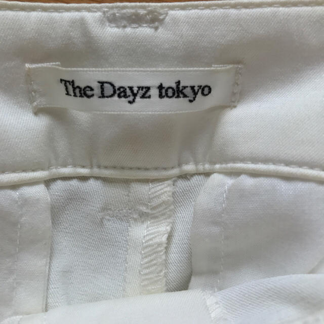 The Dayz tokyo(ザデイズトウキョウ)のThe Dayz tokyo ホワイト タックパンツ レディースのパンツ(カジュアルパンツ)の商品写真