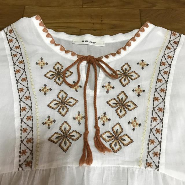 w closet(ダブルクローゼット)の美品 W CLOSET♡・:*+.白刺繍ブラウス レディースのトップス(シャツ/ブラウス(半袖/袖なし))の商品写真