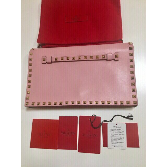 valentino garavani(ヴァレンティノガラヴァーニ)のVALENTINOのスタッズクラッチバッグ ヴァレンティノ 美品  レディースのバッグ(クラッチバッグ)の商品写真