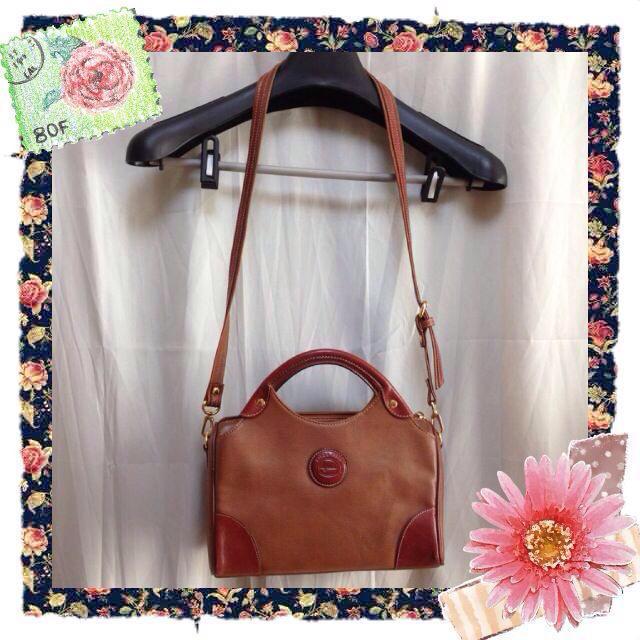 ブラウンのショルダーバッグ レディースのバッグ(ショルダーバッグ)の商品写真