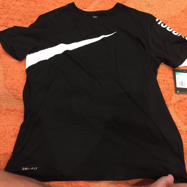 NIKE(ナイキ)の【完売商品】NIKE big swoosh TEE ブラック メンズのトップス(Tシャツ/カットソー(半袖/袖なし))の商品写真