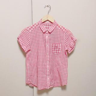 ジーユー(GU)のピンクのチェックシャツ(シャツ/ブラウス(半袖/袖なし))