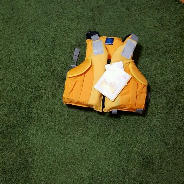 今月までお値下げ!Bluestorm  キッズ ライフジャケット スポーツ/アウトドアのフィッシング(ウエア)の商品写真