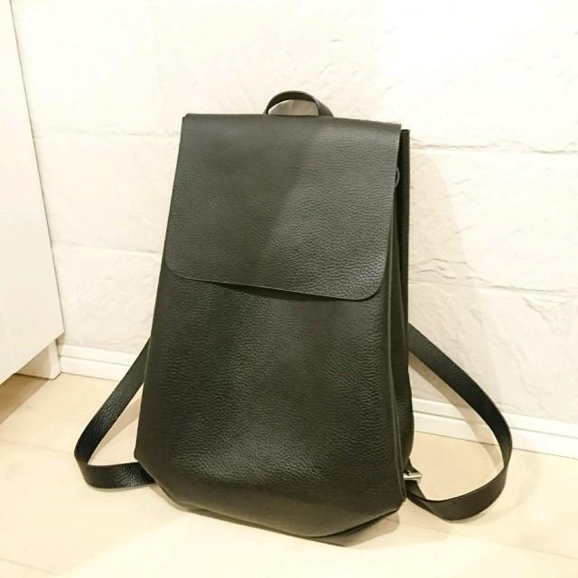 ZARA(ザラ)のリュック 黒 合皮 ZARA レディースのバッグ(リュック/バックパック)の商品写真