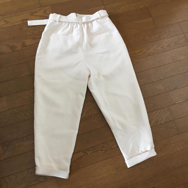 OPAQUE.CLIP(オペークドットクリップ)のベルテッドワンタッククロップドパンツ 美品 白 レディースのパンツ(クロップドパンツ)の商品写真