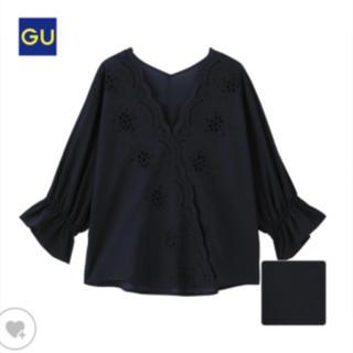 ジーユー(GU)のGU スカラップレースVネックブラウス(シャツ/ブラウス(半袖/袖なし))