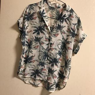 ジーユー(GU)のジーユー GU アロハシャツ ボタニカル(シャツ/ブラウス(半袖/袖なし))