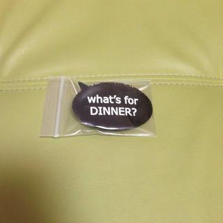 クレアーズ(claire's)のWhat's for DINNERバッチ(ブローチ/コサージュ)